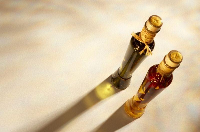 μπουκάλια που περιέχουν ελαόλαδο